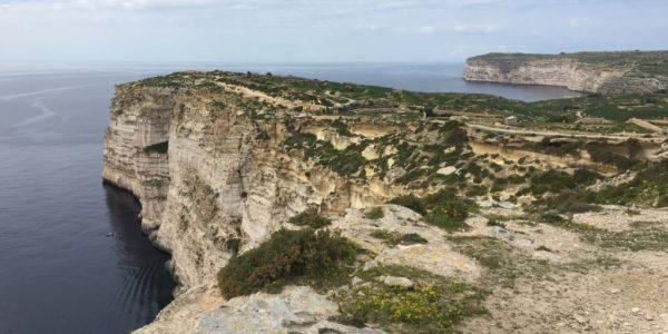 Hiking along the Sanap Cliffs
